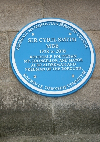 The blue plaque in memory of Sir Cyril Smith