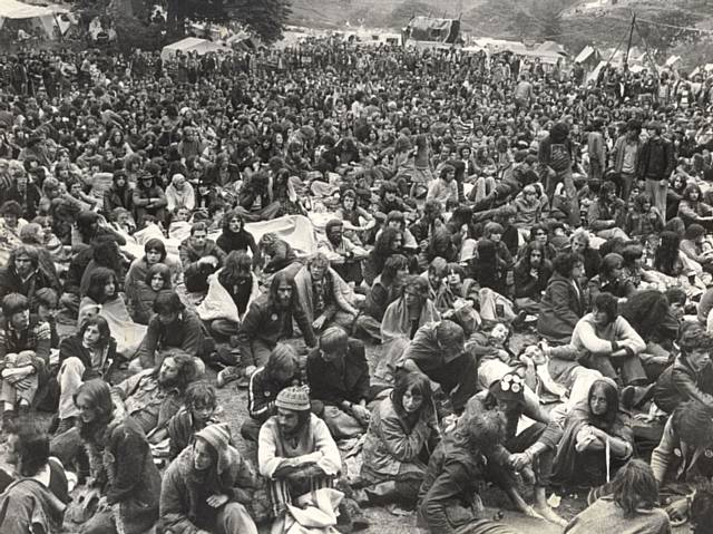 1978 20,000 people crammed into Ashworth Valley at the third Deeply Vale Festival