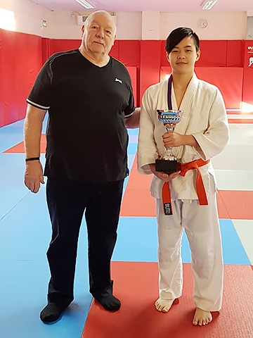 Rochdale Judo Club Championships<br / > Club Chairman, Warren Schofield presents Chris Lau with the Club Champion award