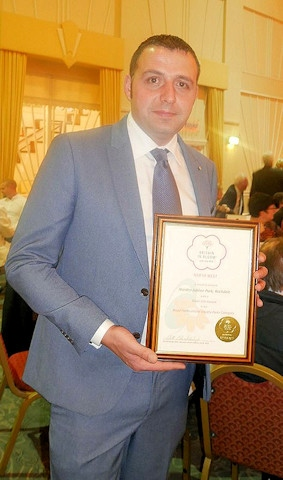 Chairman of Jubilee Park, Paul Ellison with the Silver Gilt award
