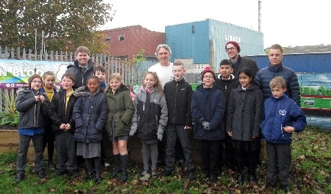 Richard O'Neill and Julianne Joyce from the Canal and River Trust Year 5 Children and teachers from Castleton Primary, St Edwards and St Gabriels