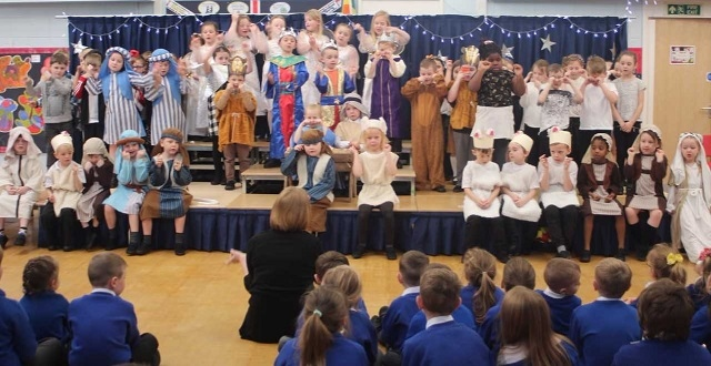 Parkfield Primary School Reception traditional nativity