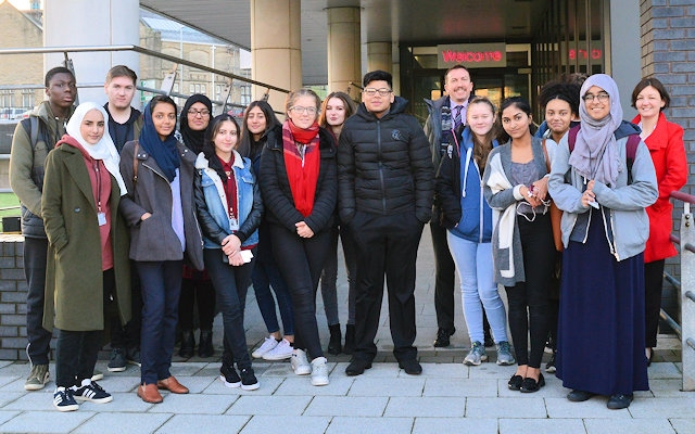 Rochdale Sixth Form College chemistry A level students at the University of Manchester
