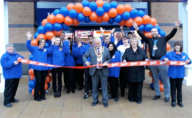 Mayor Mohammed Zaman opens the new B&M Wallhead store, on Kingsway Retail Park
