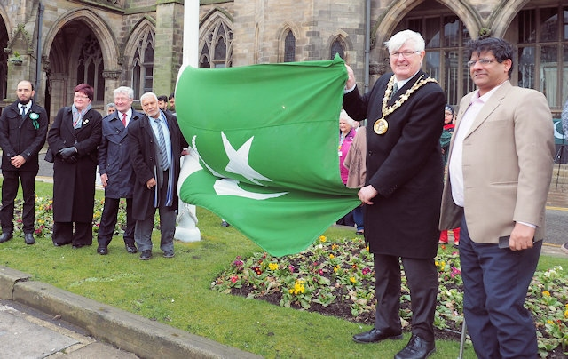 The Mayor, Ian Duckworth, Tony Lloyd MP, councillors, representatives of organisations, leaders and members of the Pakistani community commemorate Pakistan Day