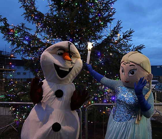 Elsa and Olaf from Frozen used their magic to light up the tree outside the community hub