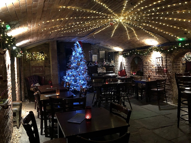 Vicolo del Vino has been turned into a cosy festive venue