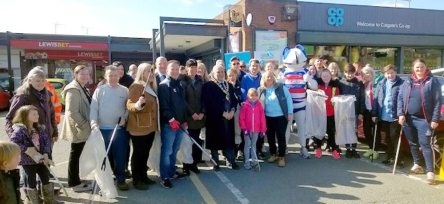 Mayor joins people at Community Litter Pick