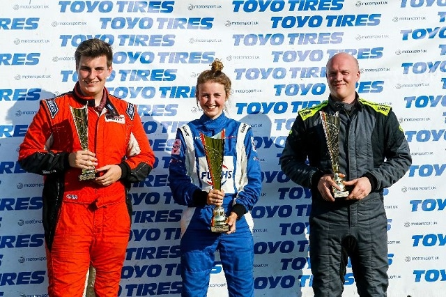 Steve Brown (R) takes second place at Lydden Hill
