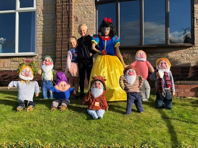 Snow White and the Seven Dwarves - scarecrow edition