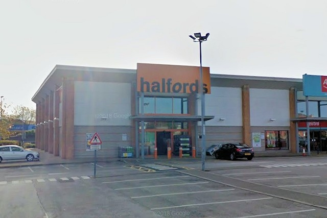 Halfords on Central Retail Park in Rochdale