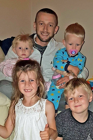 Anthony 'Enzo' Evanz with his four children
