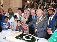 Mayor Mohammed Zaman and Mayoress Naaira Zaman at the 71st Independence Day of Pakistan celebrated at Town Hall
