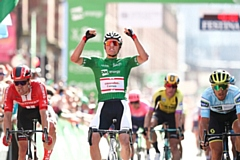 Mathieu van der Poel wins Stage Eight on Deansgate in Manchester city centre